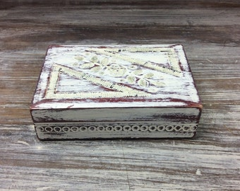 BOX, Distressed Wood, White Box, Shabby Chic, Cottage Chic, Organizer Box, With Engraved Wood, And Glitter, Beach Cottage Storage