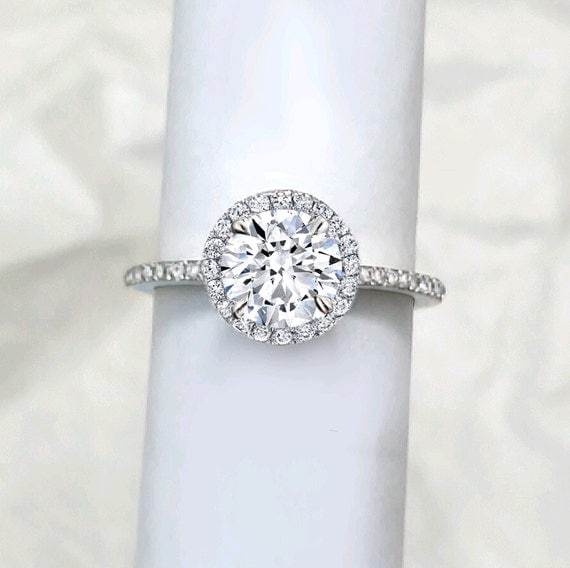 Round Diamond Halo engagement ring. Natural Diamond.