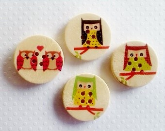 4 pack of 30mm Owls sitting on a branch wooden buttons