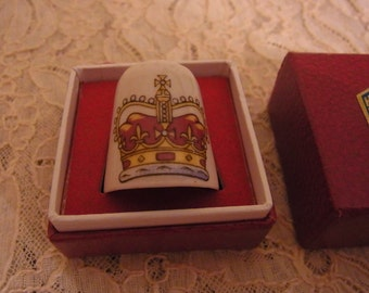 Ceramic Queen Elizabeth Jubilee 1977 Thimble boxed made by Hexagon Pottery Studios Stoke on Trent, England Staffordshire
