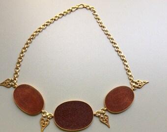 Girocollo oro 18KT e corniola incisa, origine Persia, iscrizione islamica, 50 gr.