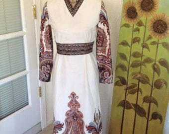 Vintage form fitting paisley dress  with V neck.  No tag looks to be a size 9.