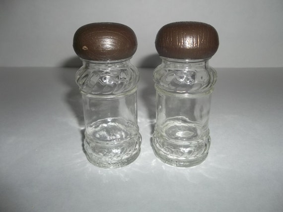 Vintage 2 small decorative glass bottles with screw by for Small colored glass jars