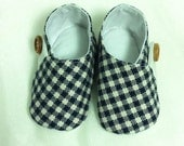 Handmade Baby shoes. Booties. Newborn booties. Checkered. Christmas shoes. Plushy insoles.
