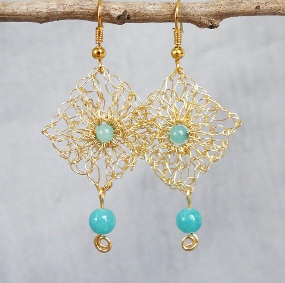 Handmade wire crochet earrings.Gold wire earrings.Dangle