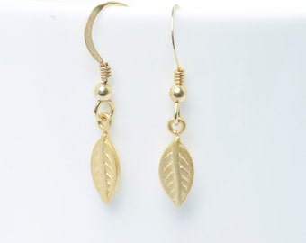 Gold leaf earrings - gold leaf jewellery - Bridesmaids Gift - Tiny gold leaf earrings - Bridesmaids Earrings