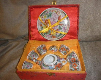 Teapot Oriental Saki Porcelain and Tea Cups with Dish in Box