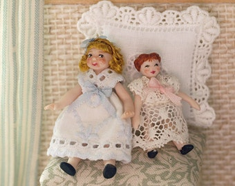 Porcelain articulated doll dressed in emboired lace