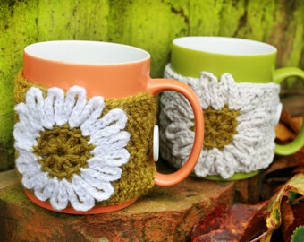 Knitted Cozy cup, Mug with autumn cozy sweater, Tea cup with cosy sweater and Hand knitted flower, Fall decor