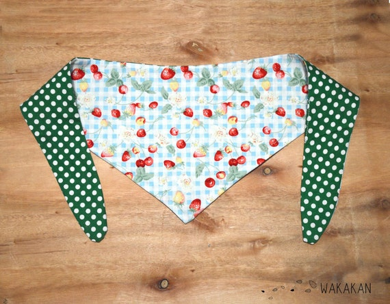Tie-on reversible dog bandana. Handmade with 100% cotton fabric. Strawberry, cherry and green dots. Wakakan