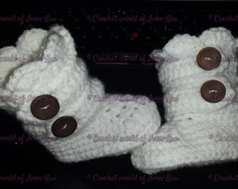 Winter,fall crochet baby booties with wooden buttons newborn, infant,shoes,hand-made,baby shower,wedding, christening