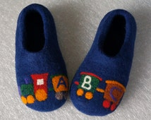 "Children shoes ""Train"". Handmade house shoes-clogs. Kids felted slippers. Felt baby shoes. Felted shoes for boys ir girls."
