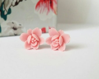 Pink flower studs, pink flower earrings, pink stud earrings, resin flower earrings, resin rose earrings, flower stud earrings, cute studs