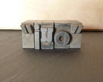 oui - Small Metal Letterpress Type
