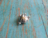 Small pin cushion charm 3D silver plated pewter (1 piece) - sewing charms, tomato pin cushion charm, seamstress charms, V16