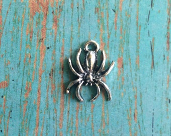 8 Spider charms antique silver tone - silver spider charm, insect charms, Halloween charms, creepy charms, spider pendant, bug charm, HH9