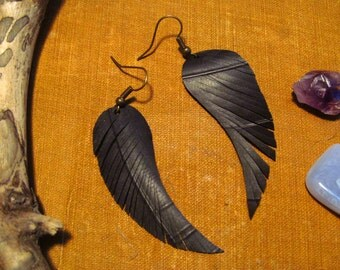 fringe feathers. a pair of upcycled bicycle inner tube earrings.