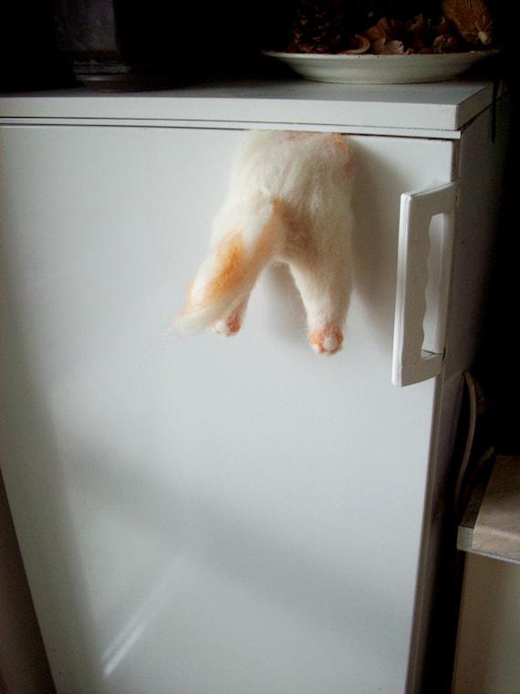 aimant dr le dr le de chat aimant frigo chat m chant pinc. Black Bedroom Furniture Sets. Home Design Ideas