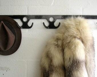 8 Place Wauli Coat Rack
