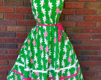 50s Floral Dress Green Pink Daisy Floral Print with Tie Waist M