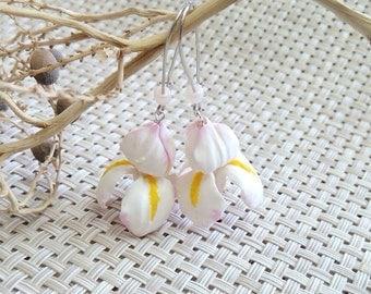 White Iris earrings, bridesmaid gift, bridesmaid earring set, pink earrings, Perfect For Bride