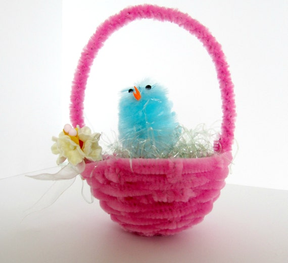 How To Make A Woven Easter Basket : Miniature hand woven pipe cleaner easter basket