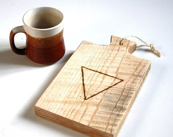 Engraved cutting board ''geometric'' triangle