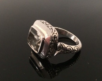 Quartz Ring // 925 Sterling Silver // Size 8
