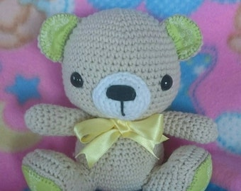 Amigurumi bear finished in green and yellow
