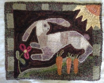 "Primitive Rug Hooking Pattern: ""Garden Friend"" (23 1/2"" x 18"")"