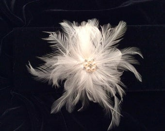 Bridal Clip, Bridal Headpiece, Feather Headpiece, Feather Clip, Feather Fascinator, Bridal Hairclip, Best Friend Bridal144P