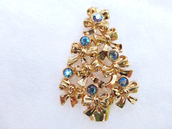 AVON Christmas Tree Brooch Made Of Gold Tone By