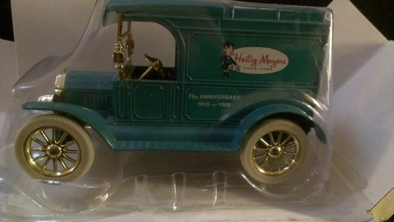 Ertl Ford 1913 Model T Delivery Truck Bank Heilig Meyers