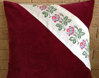 Pillow with Turkish lace and embroidery