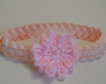 1 flor Rosada in crochet and tulle, on gross braided Ribbon, embellishing your baby.