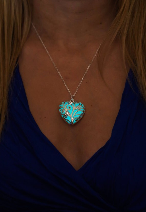 Aqua Glowing Necklace - Glowing Jewelry - Glowing Pendant - Heart - Glow in the Dark - Gifts for Her - Holiday Jewellery