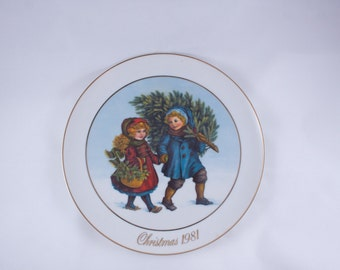 "First Edition 1981 Avon Christmas Memories Plate ""Sharing the Christmas Spirit"""