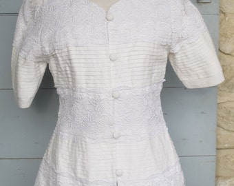 1980s White Linen and Lace very Pretty Top
