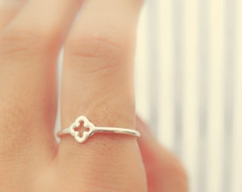 SALE. clove ring - slim sterling silver quatrefoil ring. clover ring. dainty simple silver band.