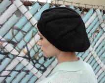 Vintage 1960s Knit Beret in Black