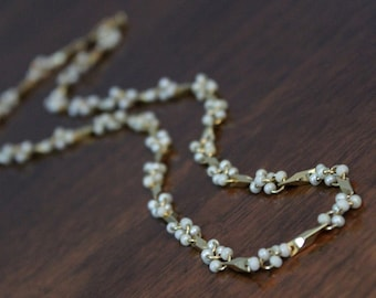 Dimensional G O L D & pearl chain - Vintage necklace