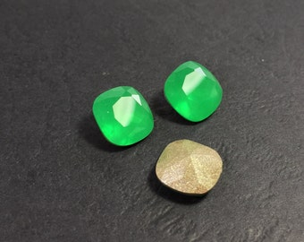 4pcs x Square Cushion 10mm Green Czech Crystals (Y4470101044)