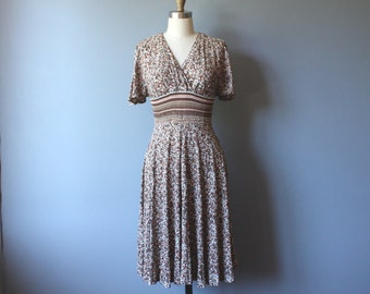 70s floral dress / empire waist dress / ruched waist