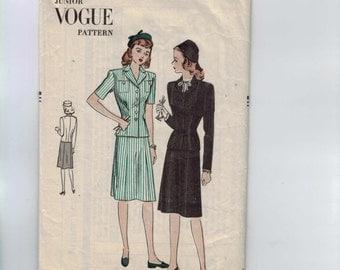1940s Vintage Sewing Pattern Vogue 3023 Junior Misses Two Piece Dress Suit Size 15 Bust 33 40s  99