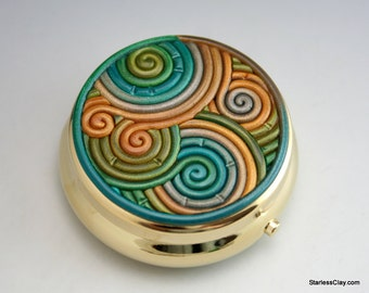 Green and Gold Pill Box in Polymer Clay Filigree (Gold Finish)