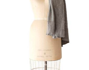 recycled cashmere large scarf in light grey