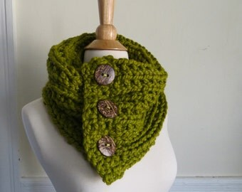 Chunky Knit Three-Button Neck Warmer--Citron Green