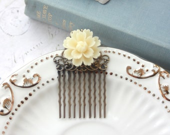 An Ivory Cream Chrysanthemum Daisy Flower Hair Comb. Bride Hair Comb, Bridesmaids Gift, Green Wedding Comb. Vintage Inspired.
