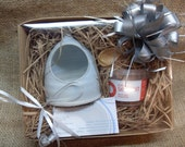 Salt Pig Gift Set with Cornish Chilli Sea Salt and Bamboo Spoon