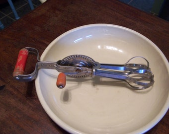 Vintage 1940s Egg Beater Hand Mixer Kitchen Utensil ANDROCK PRODUCT Made in USA Red Wooden Handles